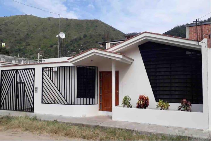 Casa Hospedaje Las Lomas c/piscina en La Merced