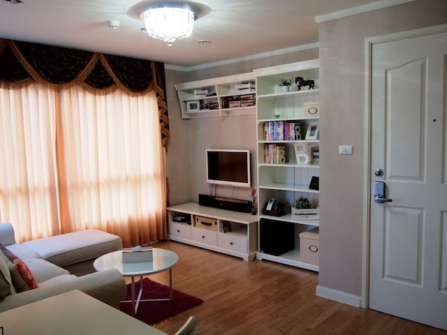 Wow! Decorated 1 BR high-rise apt.