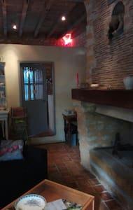 Chez Jeanne chambre meublée - Saint-Germain-de-la-Coudre - Oda + Kahvaltı