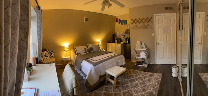 Private Bedroom close to FSU and Downtown