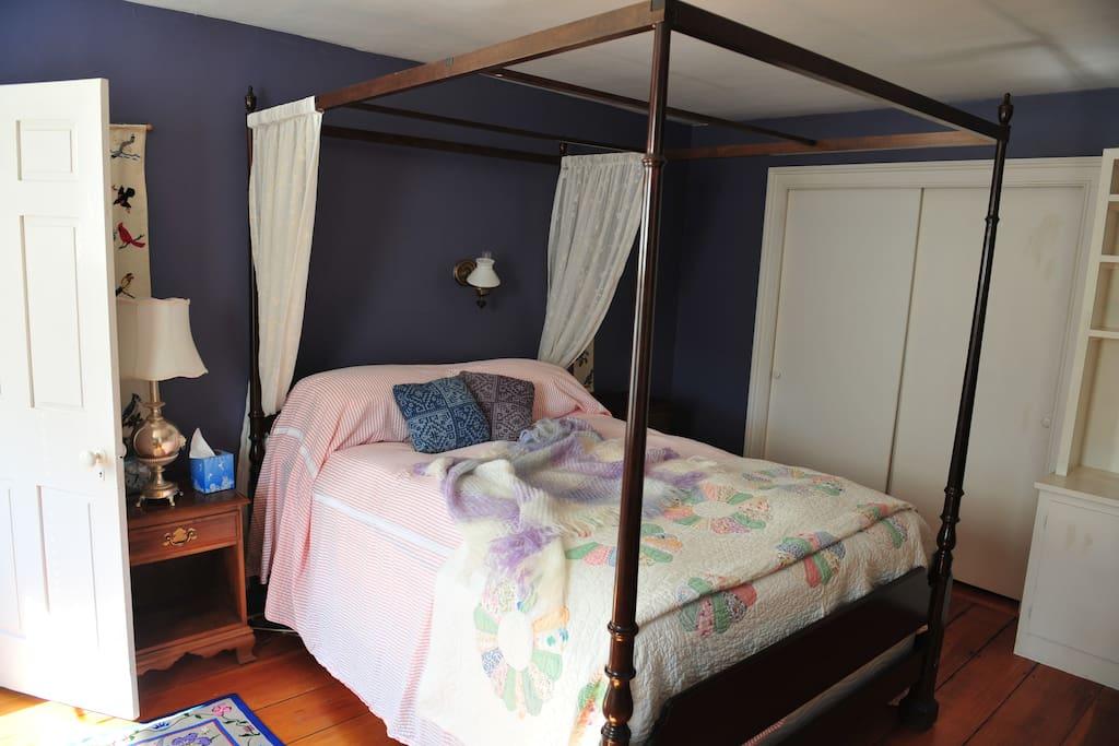 The Kennsington Room, Queen Bed