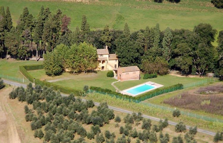 Villa Casanova Camugliano PISA - Ponsacco - บ้าน