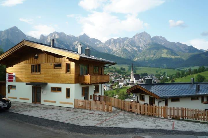 Luxe vakantiehuis in Salzburgerland met uitzicht op het dorp