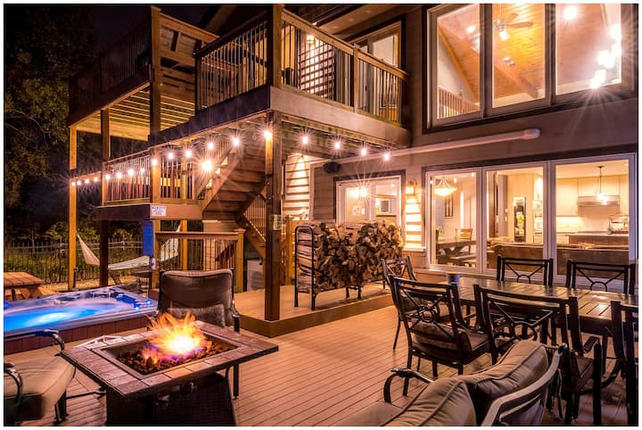 Ultimate Beach Compound, Hot Tub, Sauna, Volleyball, Firepit, Foosball
