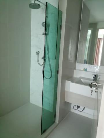 1 bedroom Unit in the beautiful 7 Seas Resort