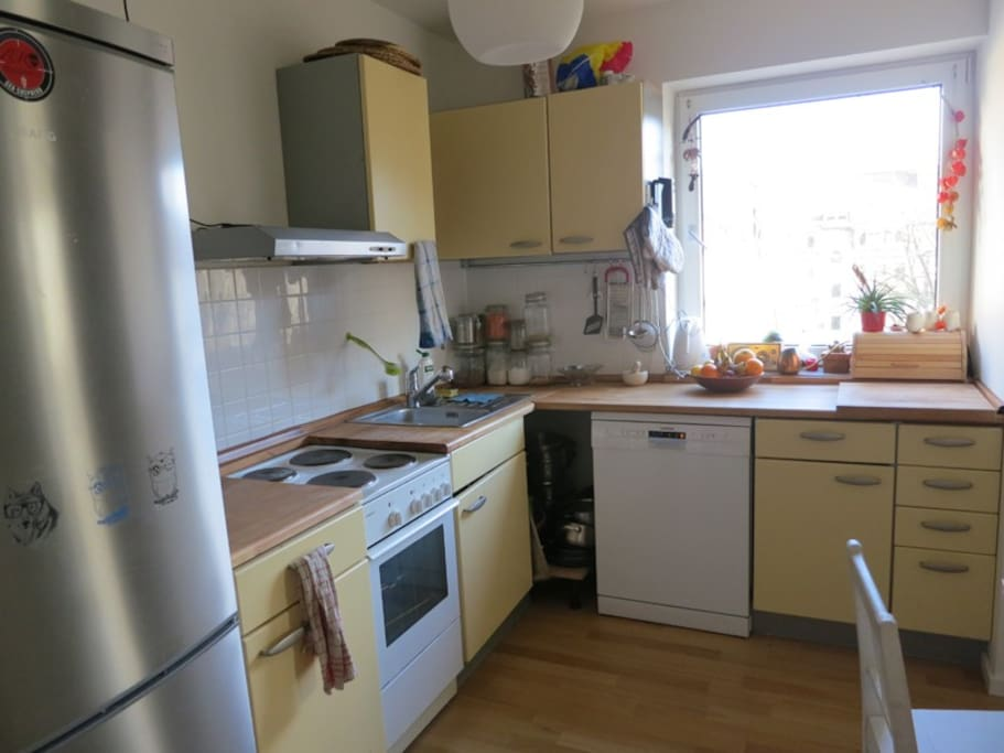 sunny apartment with balcony wohnungen zur miete in m nchen bayern deutschland. Black Bedroom Furniture Sets. Home Design Ideas