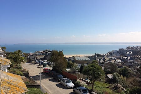 Spacious maisonette, stunning view,3 mins to beach