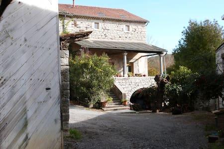 Domaine Vernède, bâtisse en pierre - Saint-Germain - Hus