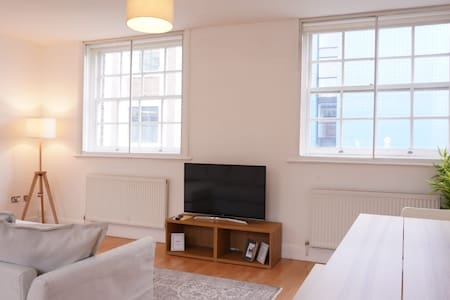 Stay in the heart of Liverpool in stylish apt