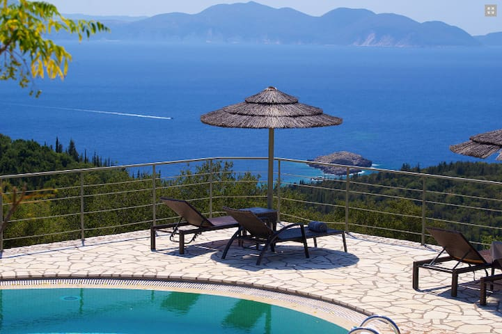 Aloni stone cottages,Pournari shared pool sea view
