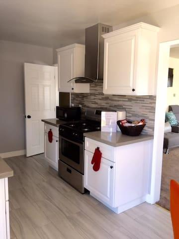 2 Bedroom Charmer near Forum, Rams Stadium, LAX - Inglewood - Lägenhet