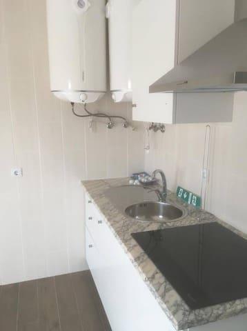 Placa de indução e cilindros para aquecimento de águas na cozinha