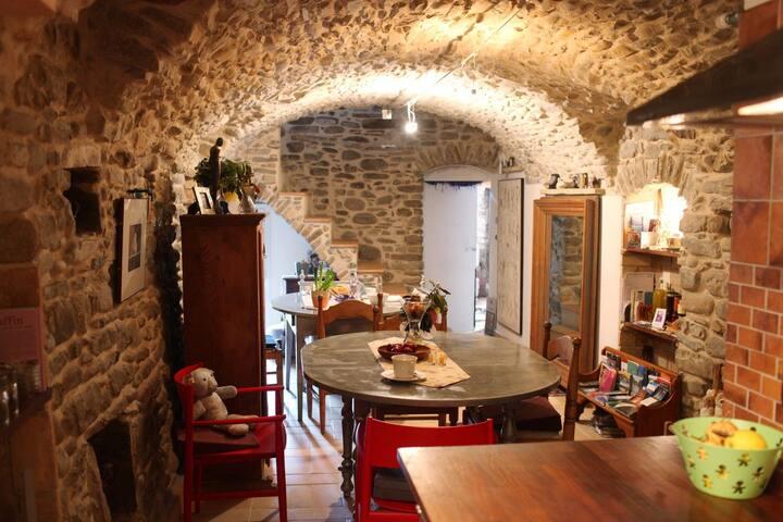 Medieval stonebuilding - DOLCEACQUA - Bed & Breakfast