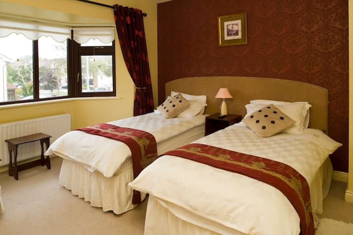 Family Room - 10min from Airport !! - Donabate - Haus
