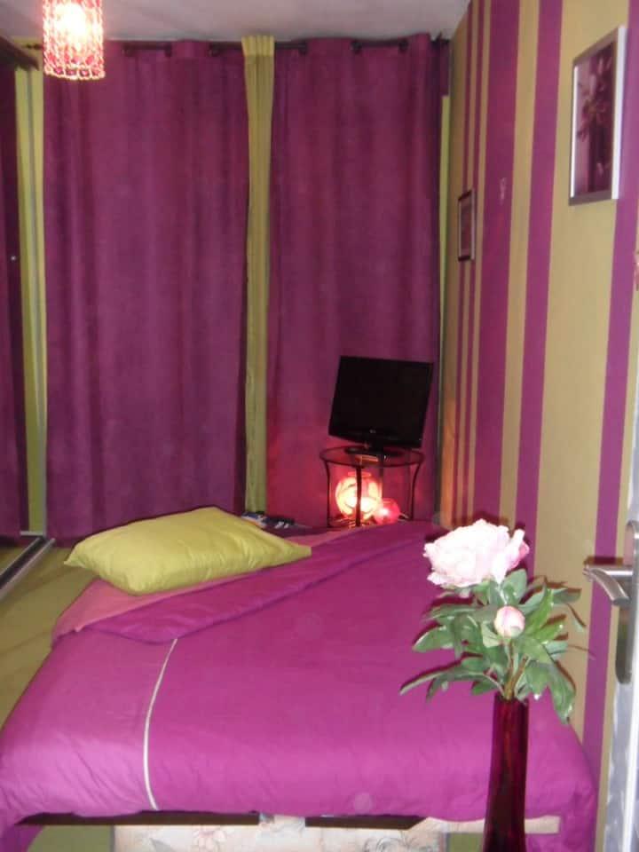 Jolie chambre tout en couleur