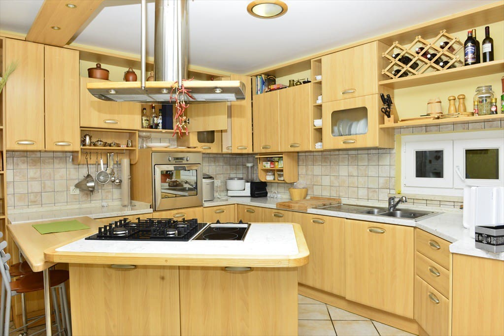 Fully equiped modern kitchen with island cooking  area