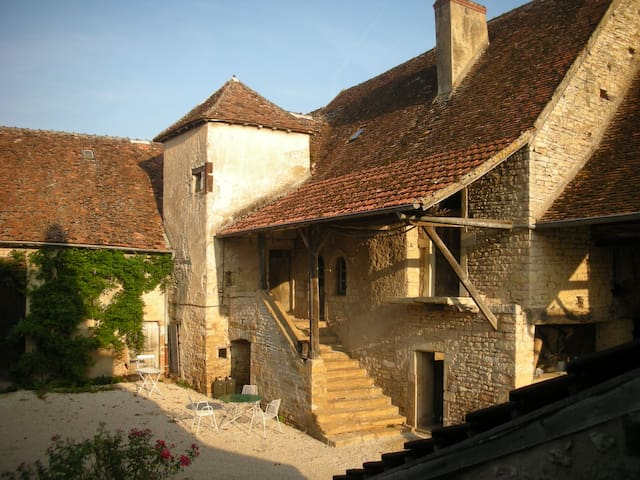 Beautiful old farmhouse | Burgundy - Sercy - Hus
