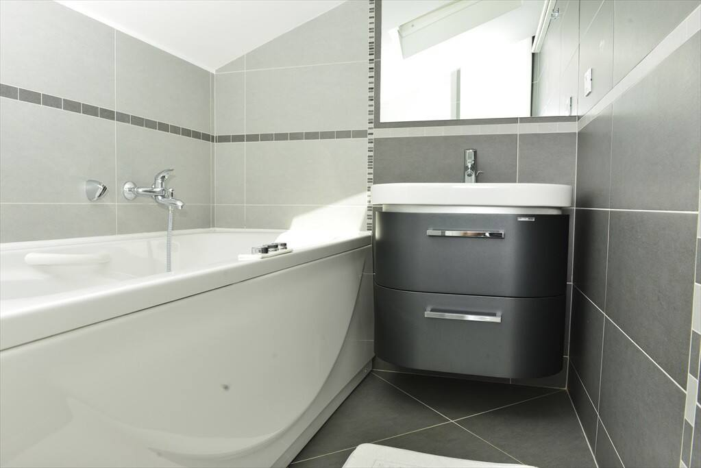 Modern bathroom with jaccuzzy