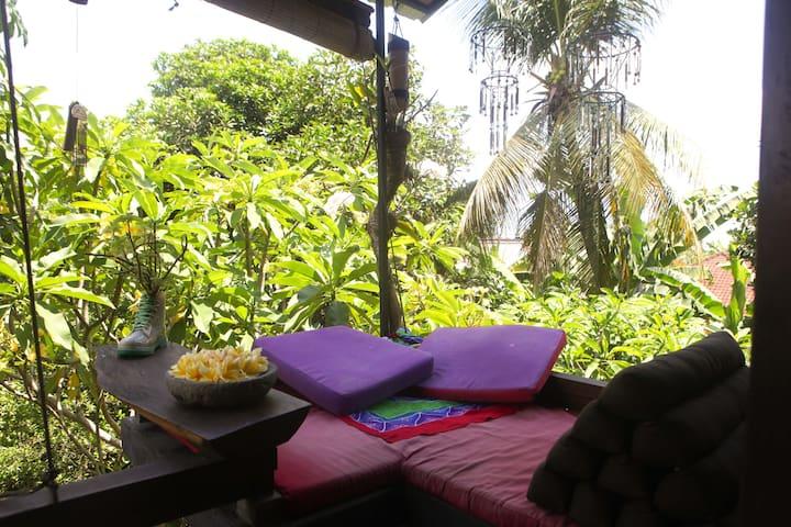 Magical tree tops love & views near Ubud central
