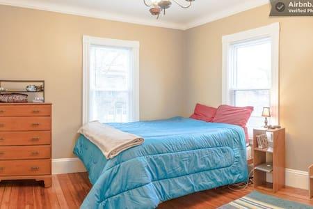 Private Bedroom nr Harvard & Davis