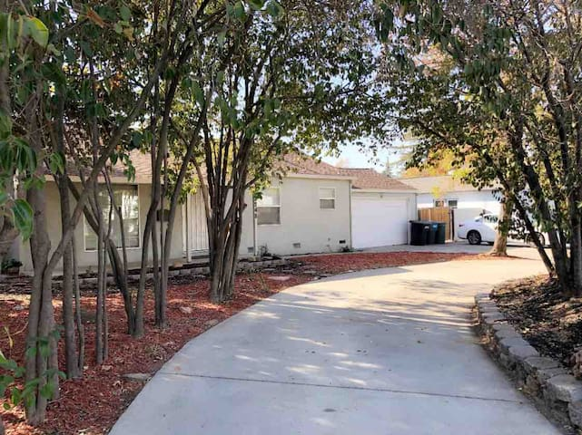 Cozy Quiet House Near CalExpo ArdenMall & Downtown