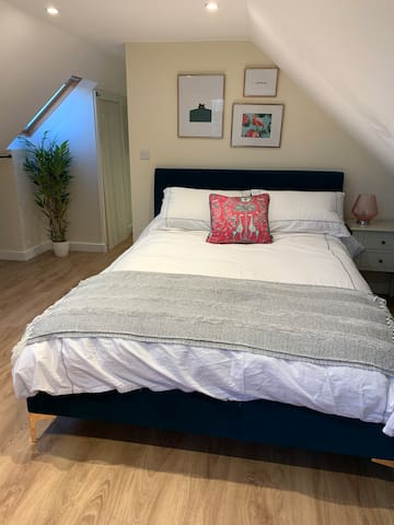 King sized bed with Egyptian cotton bed linen