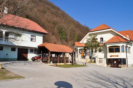 Tourist farm in nice sierra village - Podvrh