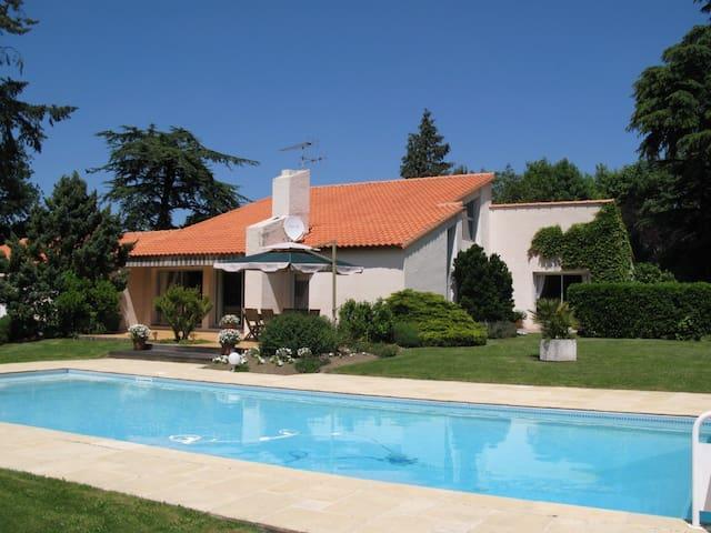 Chambre d'hôte familiale Puy du Fou - Saint-Fulgent - Bed & Breakfast