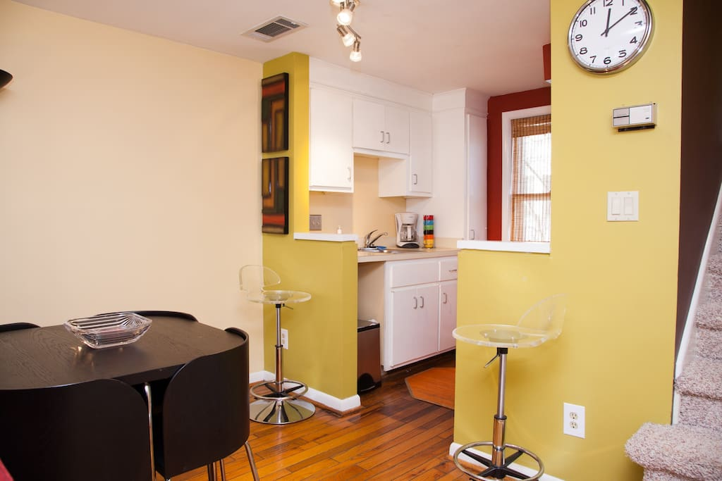 Swanky Furnished Townhome Uptown **