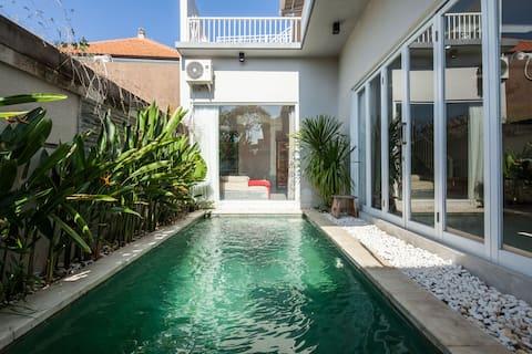 Tranquil 3 br villa w/roof gazebo & private pool