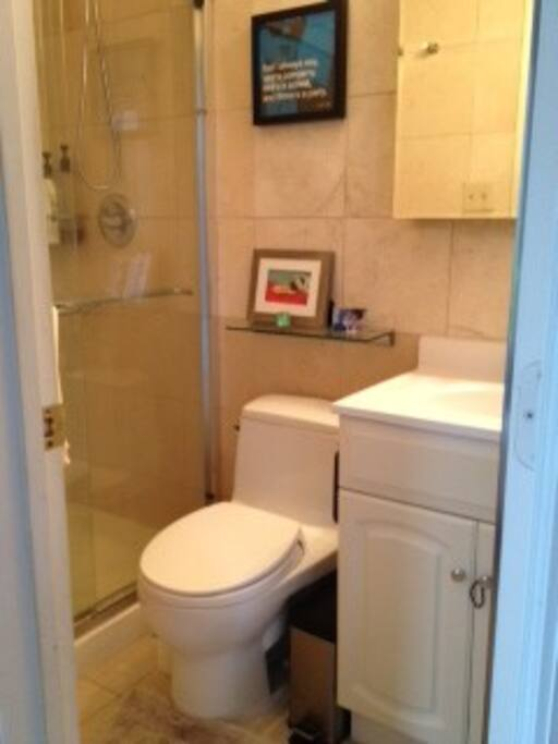 Master bath has a shower but no tub. We provide soap, shampoo and towels.