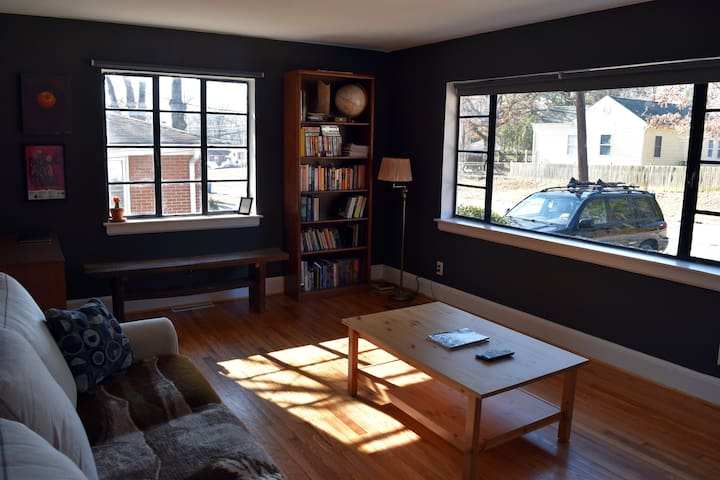 Newly refurbished house close to Downtown