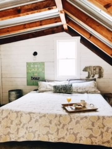 Don't wake the Bear, King size bed in loft area