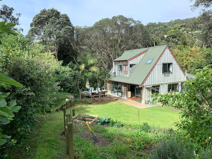 Sunny Retreat - Outdoor Living at Muriwai Beach