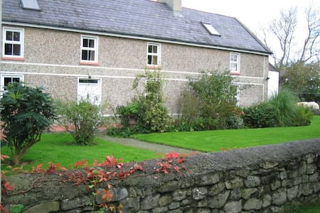 Charming farmhouse in countryside - Ardfert - บ้าน
