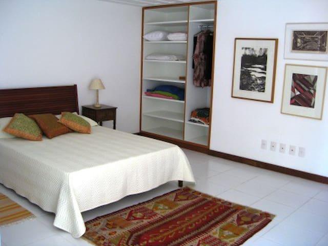 Suite principal (com a colcha antiga)