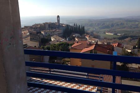 Casa Vacanze ESTIVE - Montecchio - Huis