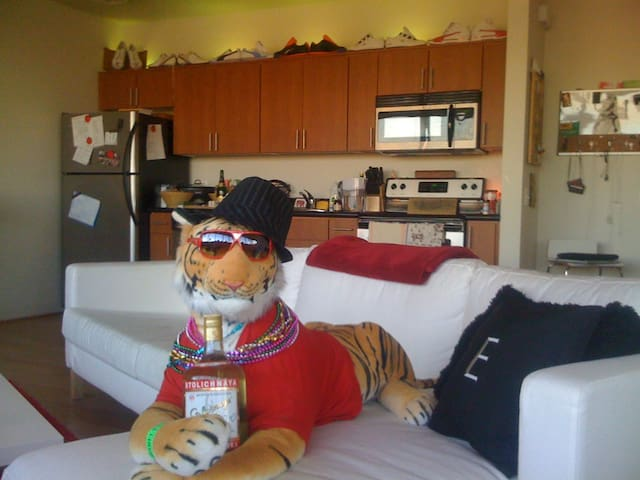 Tiger included, bring your own vodka!