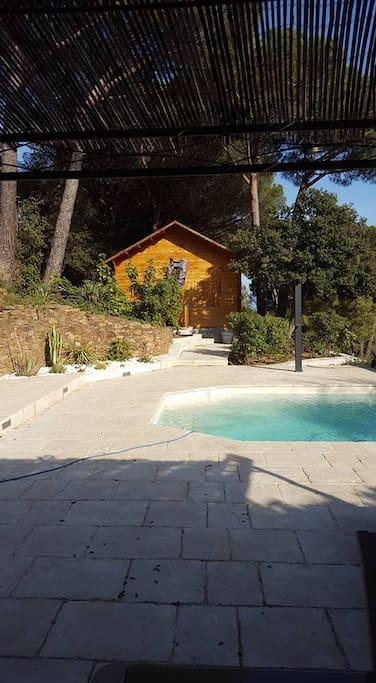 Chalet bois individuel avec piscine chalets zur miete in for Camping cavalaire sur mer avec piscine