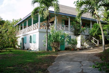MONTSERRAT VACATION VILLA - Old Town - Haus