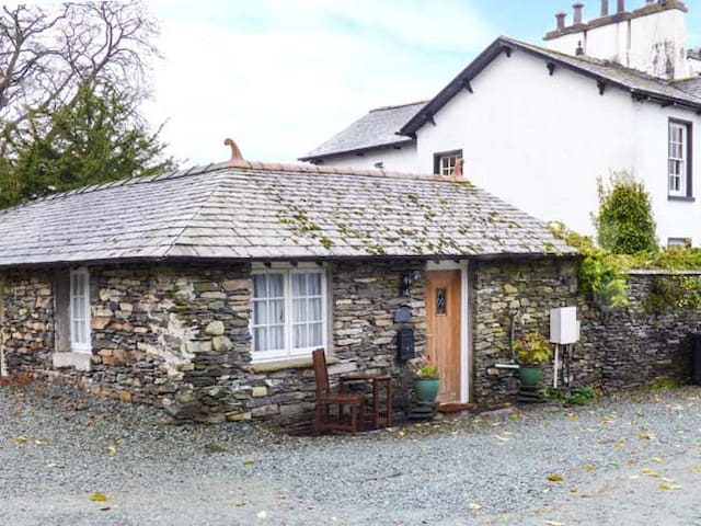 EES WYKE STUDIO, pet friendly, with a garden in Sawrey, Ref 949246