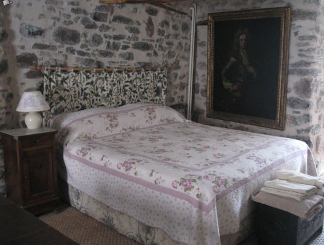 Self-contained studio in tranquil village. - Carlencas-et-Levas - Bed & Breakfast
