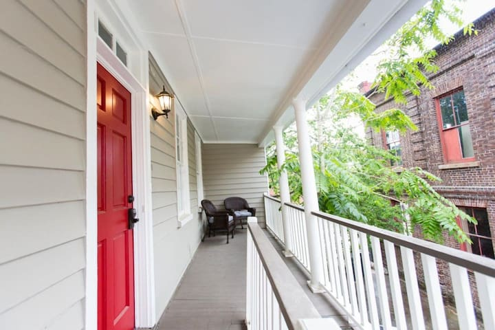 Hip Historic 2 bdrm | Cannon & King St Park 2 Cars
