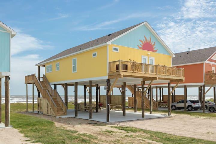 Solana New! Beachfront.4 BR, 3BTH, Gourmet kitchen, Beachfront  Awesome Deck