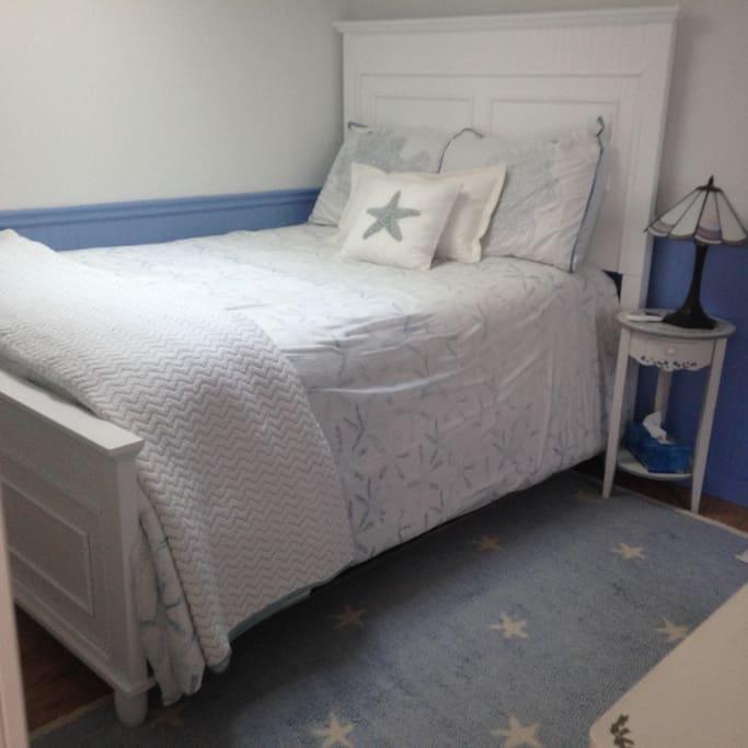 Cute beach-y bedroom