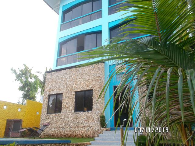 Stn3. House.Accommodation for 8 people. Pool