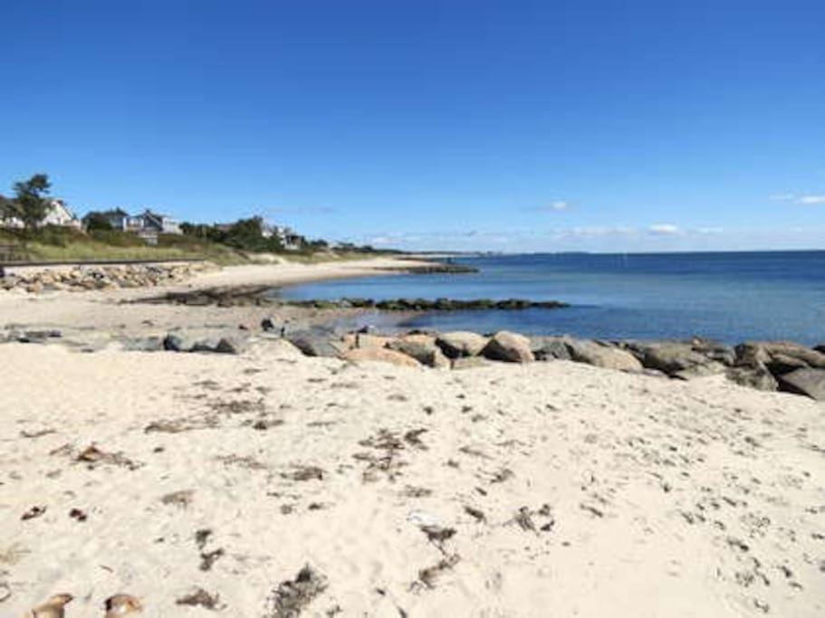 Pleasant Road Beach, looking east. Another perfect beach day on Nantucket Sound.