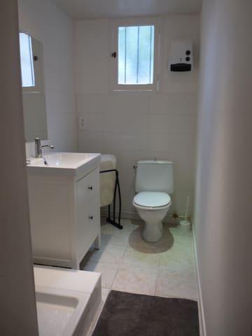 Salle d'eau attenante chambre rez de jardin