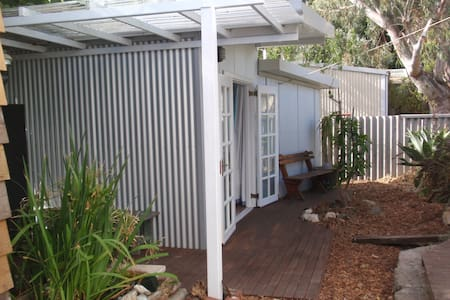 Self contained Garden Studio - South Fremantle - Chalet