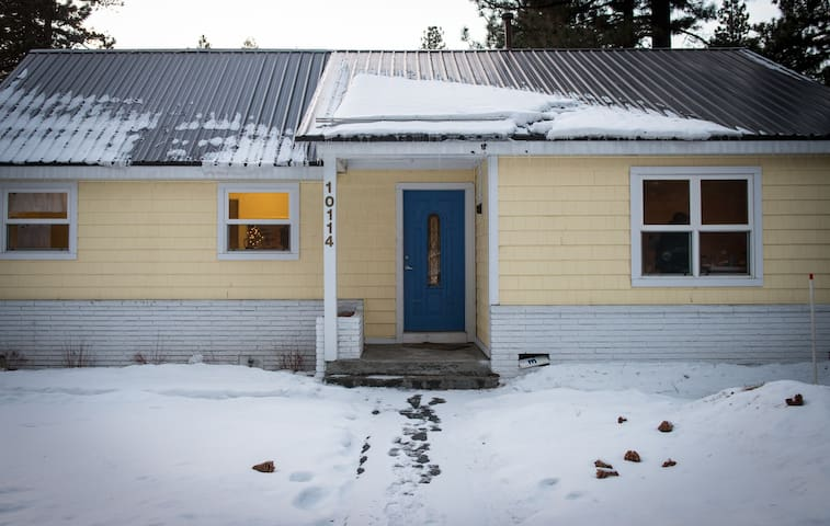 The Very Central, Walk To Town, Yellow Cottage - Truckee - Dům